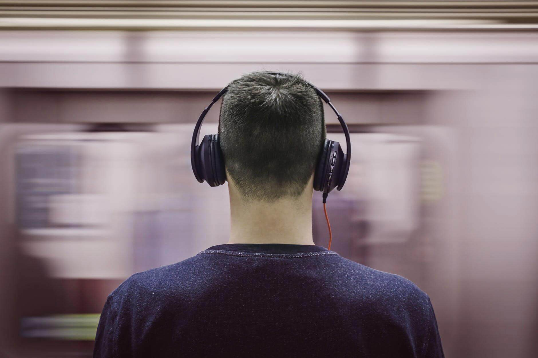 headphones-subway